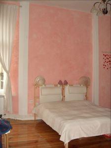 Wand-Lasur mit Säulen / in Rosa